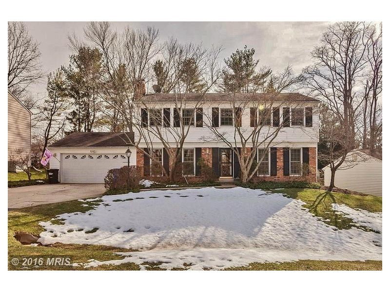 809 111 4 Beds 4 Baths 11417 Beechgrove Lane Rockville Md Mls Mc9570600 In The Sought After Bedfordshire Subdivision Th Bedfordshire Rockville Outdoor