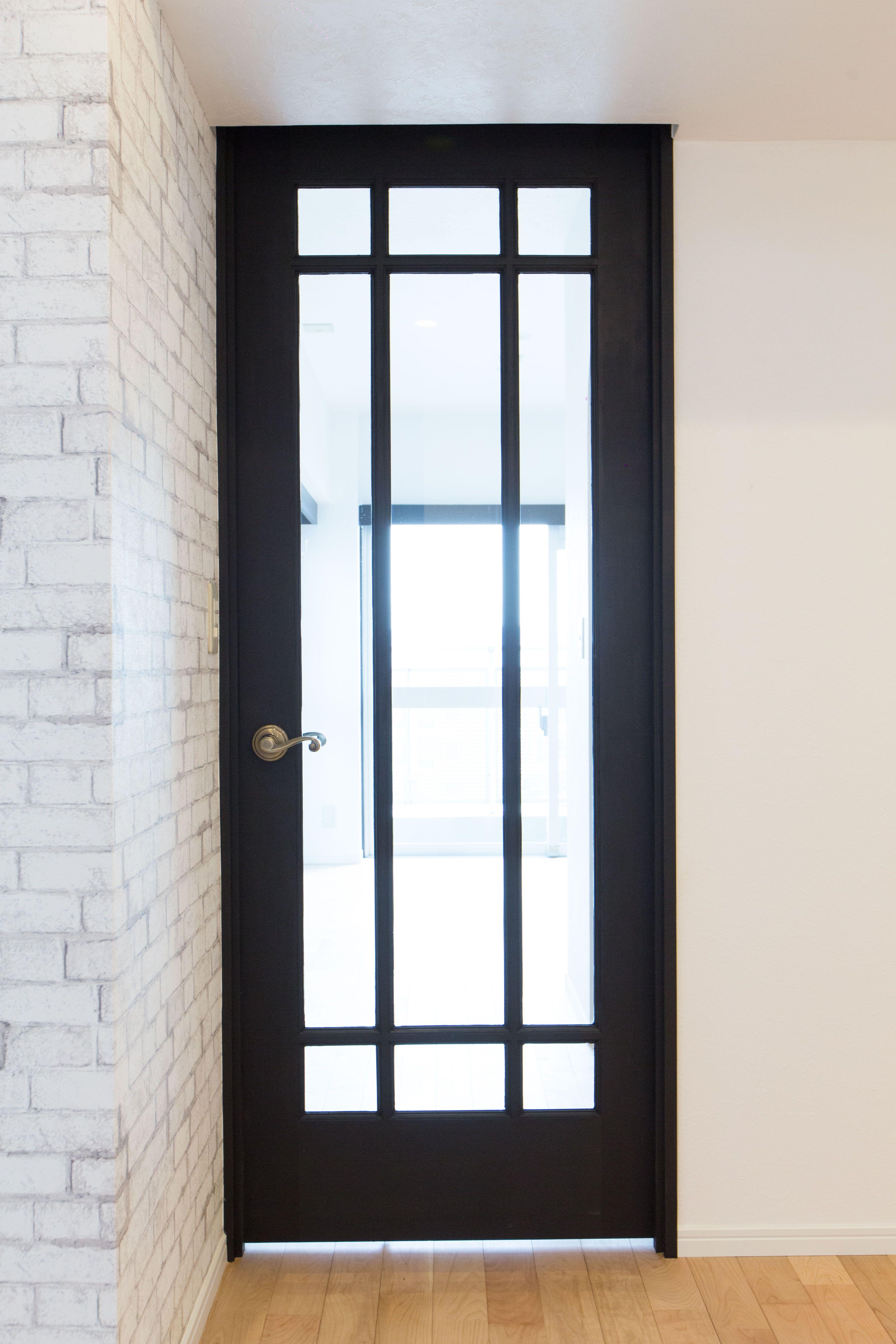 ドアふちは黒くなりとってもシックに アメリカンスタイルにピッタリ