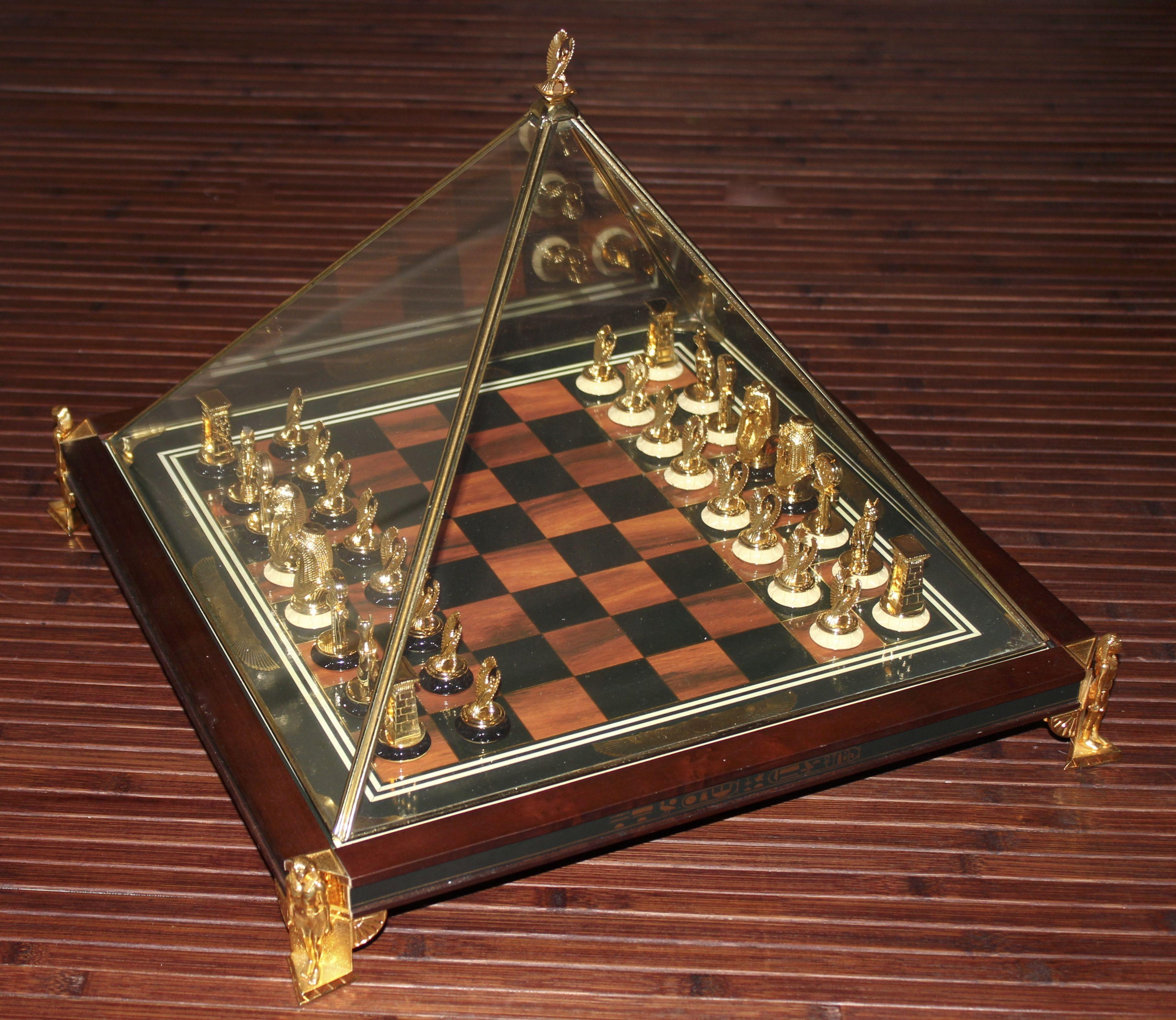 The Treasures Of Tutankamun Chess Set Chess Pieces