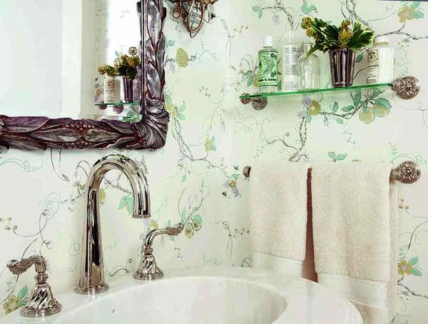 Delightful royal vintage style bathroom
