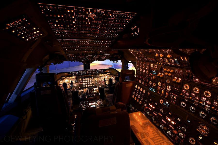 Boeing 747 Cockpit Wallpaper Hd Google 搜尋 Cockpit Aviation Flight Deck
