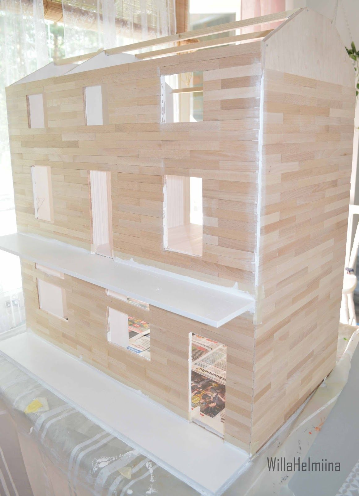 How to make dollhouse outside planking. Dollhouse is finally getting shape and looking good, but still there is lots to do and thats great!