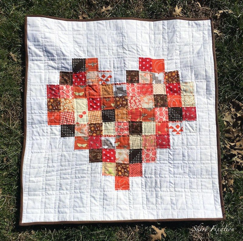 Pixelated Heart Baby Quilt sewn by Skirt Fixation