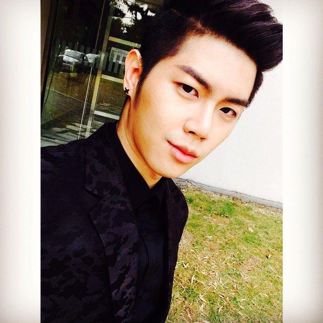 "141030 26 Instagram Update "" 으힣 #졸업앨범 #셀카 #셀스타그램 #selfie """