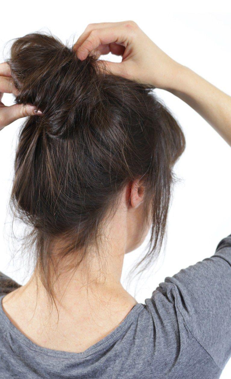 Trendfrisur Half Bun Step By Step Nachstylen Frisuren Halber Haarknoten Seitlicher Dutt