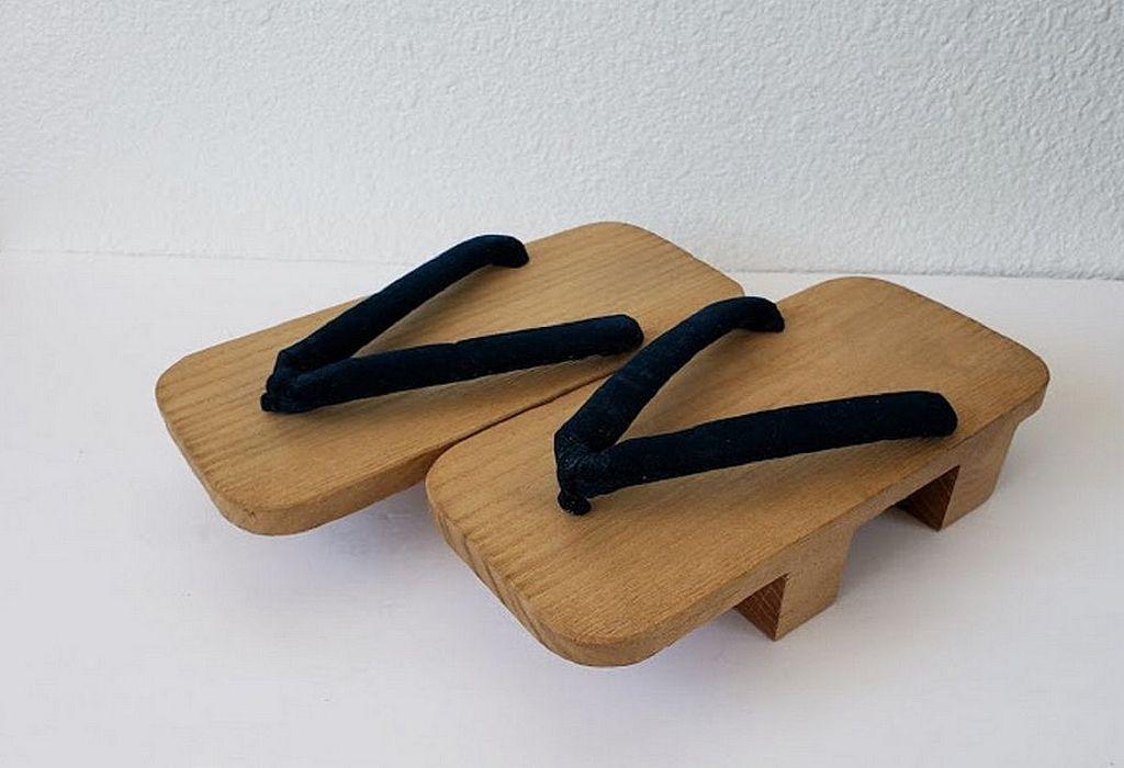 Japanese Traditional Shoes Vintage Japanese Wooden Traditional Shoes With Velvet Straps Vintage From The 1960 In 2020 Vintage Japanese Japanese Traditional Japanese