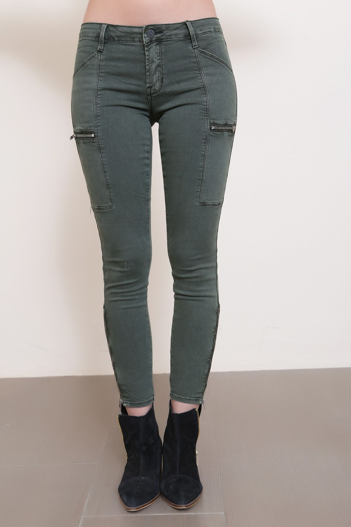 Skinny jeans with cargo pockets