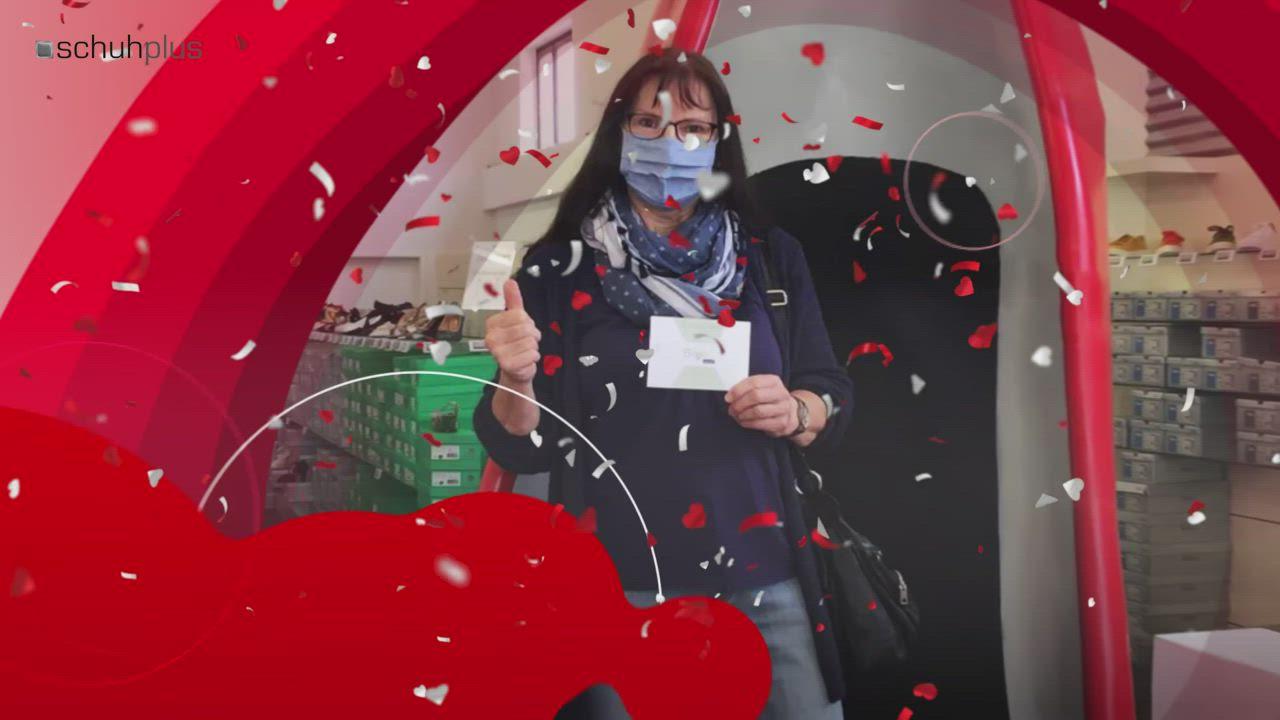 Gewinnerin Christa Heitmann Bekommt Einen Biolove Gutschein Von Schuhplus Video Dorverden Gutscheine Herzlichen Gluckwunsch