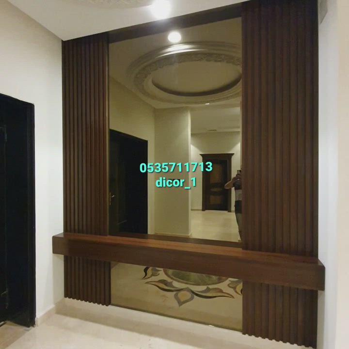 ديكور تكسيات خشب طبيعي ديكورات مداخل خشب ديكور مرايا للمداخل ديكورات رفوف معلقه ديكور بارتشن خشب Video In 2021 Curtain Decor Stairs Design Decor