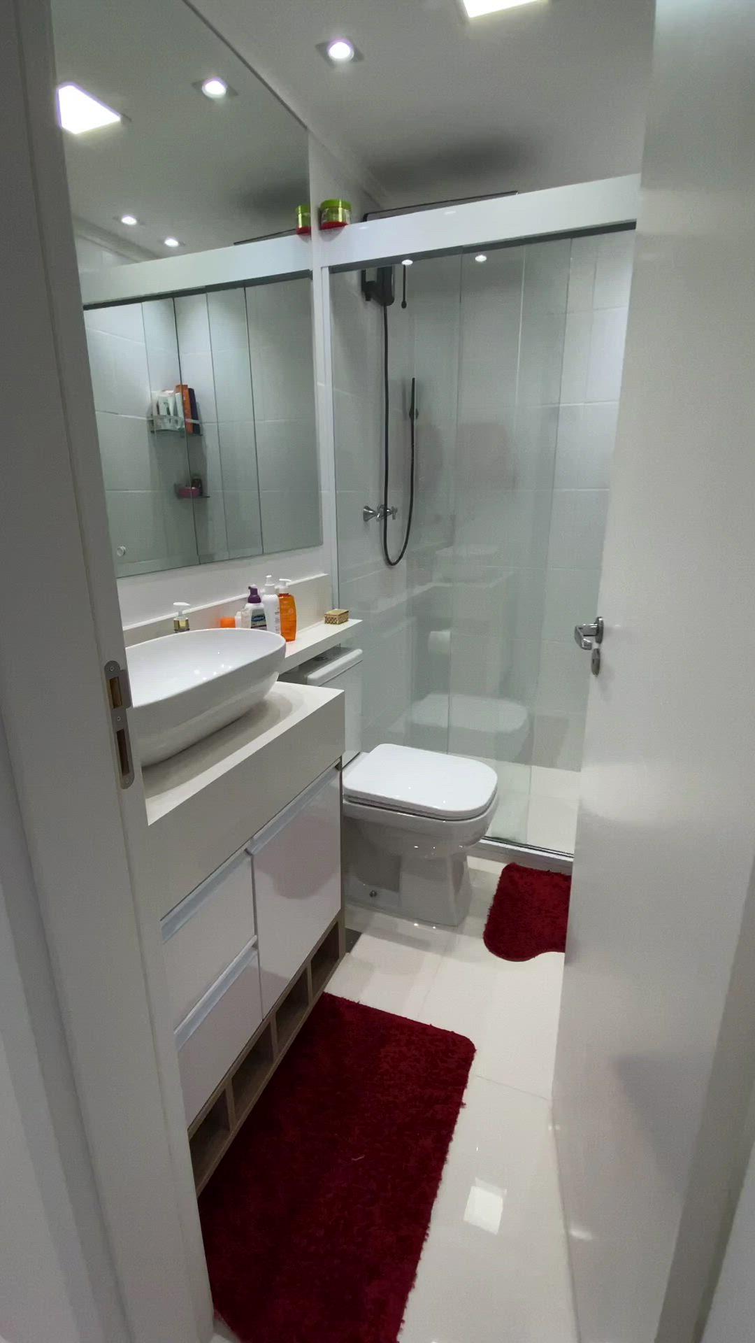 Agora que reparei que nunca mostrei os Banheiros para vocês ...