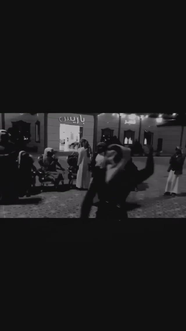 على حد الوطن ماصابهم خوف ولا ذله حموها بالمهار الق ب لاسرج بدون عنان عليها من حمول أهل الطناخه والشلى شله قبايل و Video Aesthetic Movies Singing Videos White Horses