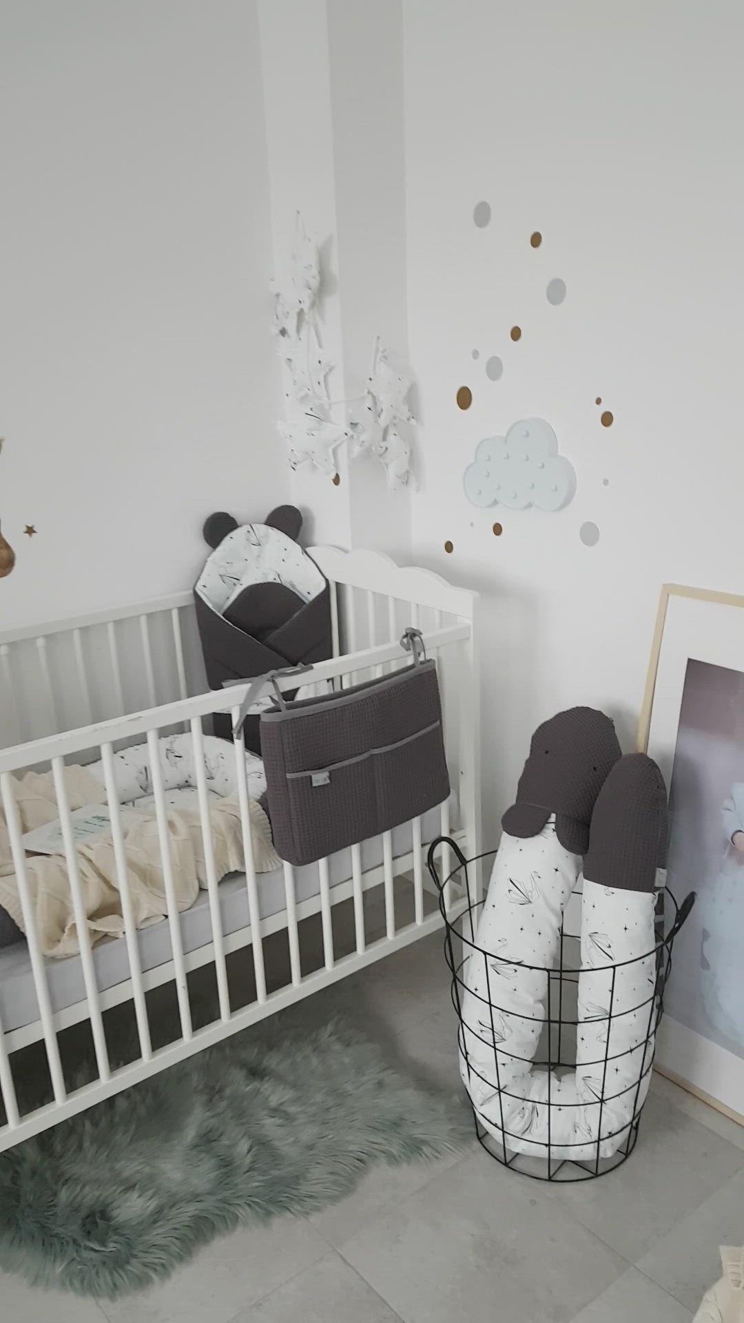 Pokoj Niemowlecy W Bialo Grafitowo Kremowej Wersji Video In 2020 Origami Swan Toddler Bed Baby Nursery