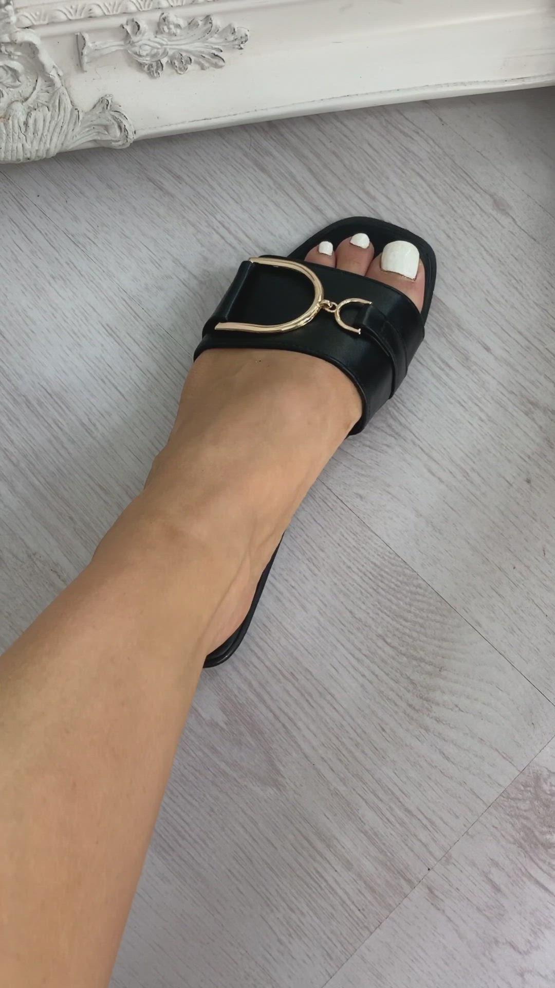 IKRUSH Womens Ashleigh Gold Detail Sliders