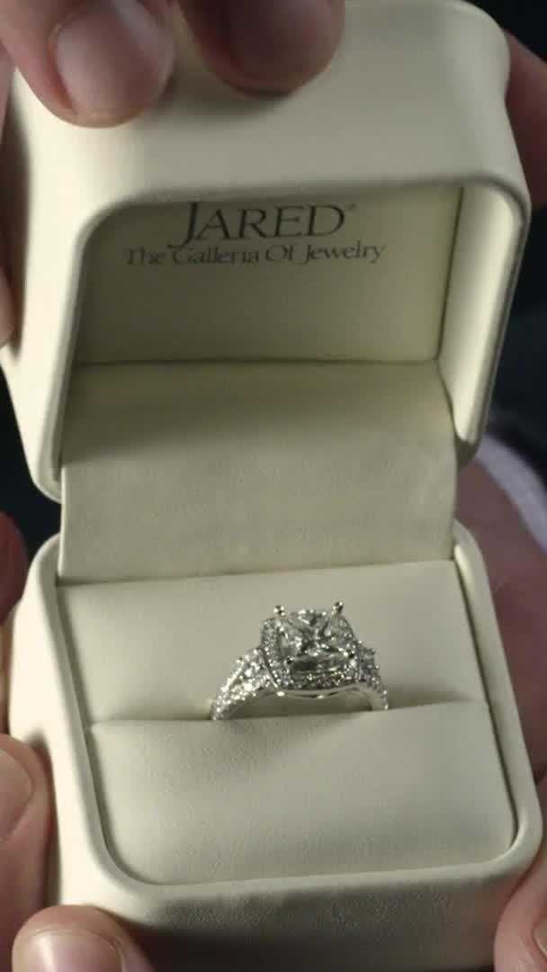 Only Jared Has The Engagement Ring That S Completely Unique And