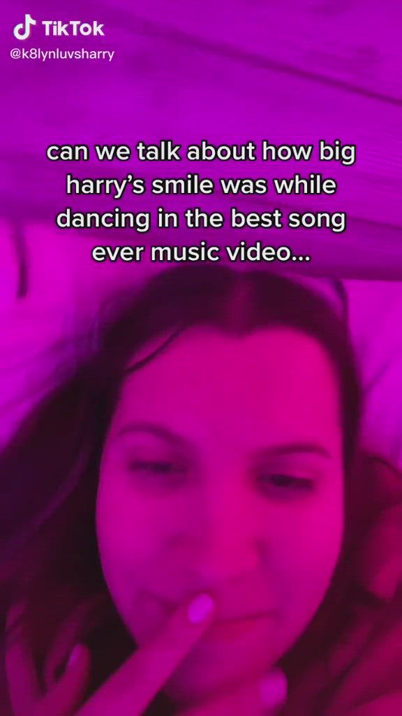 Pin By Marsha On Harry Styles Video Harry Styles Cute One Direction Humor One Direction Videos
