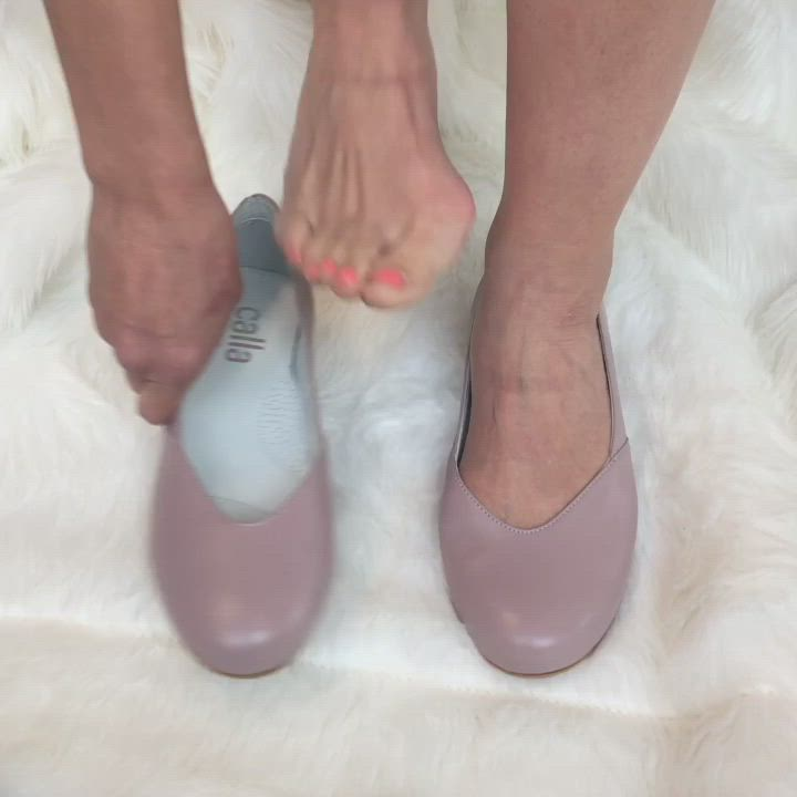 Wide Fit Flats For Bunions Video Best Shoes For Bunions Stylish Shoes For Women Pantyhose Heels