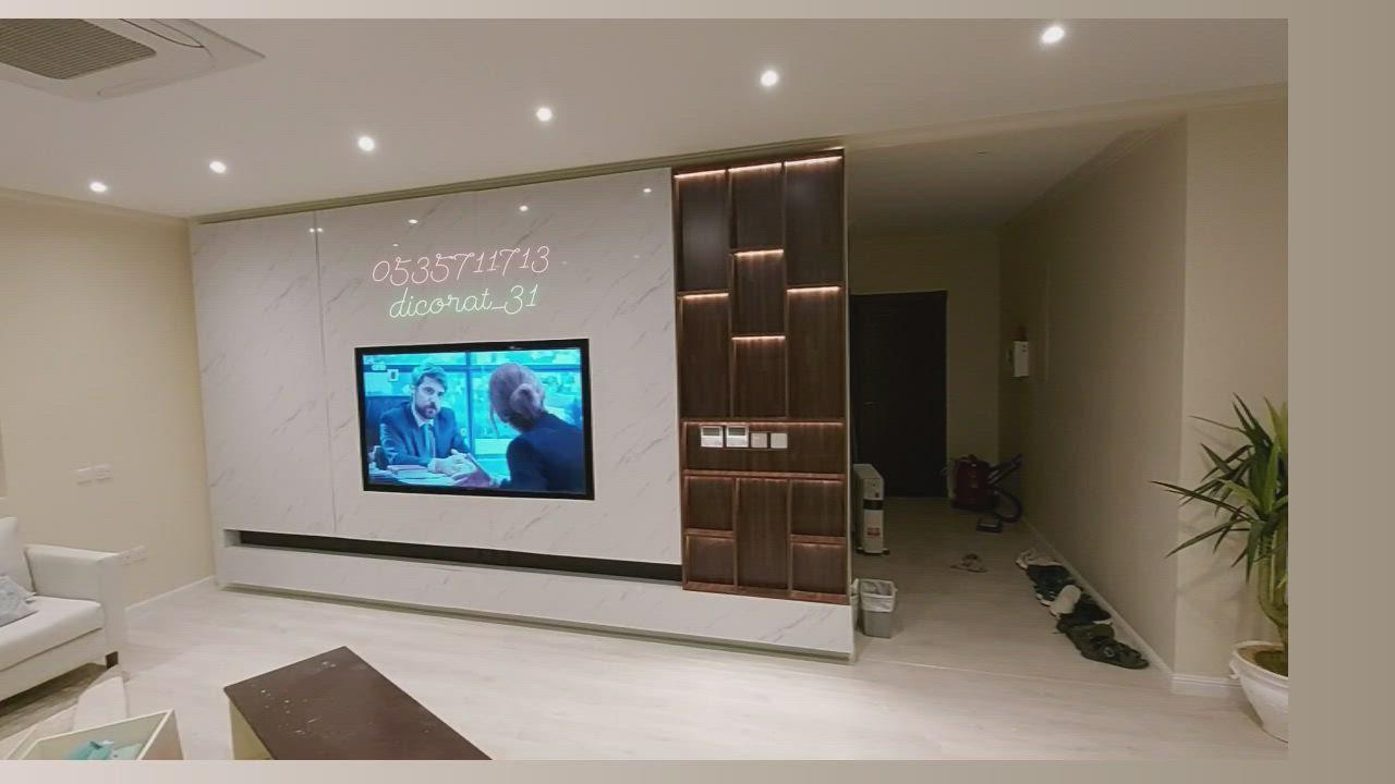 طاولة تلفزيون خشب طاولة تلفاز بديل الرخام ديكور طاولات خلفية تلفزيون ديكورات تلفزيون مودرن Video In 2021 Home Printrest Flat Screen